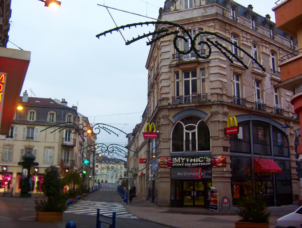 http://upload.wikimedia.org/wikipedia/commons/6/67/Centre_ville.jpg