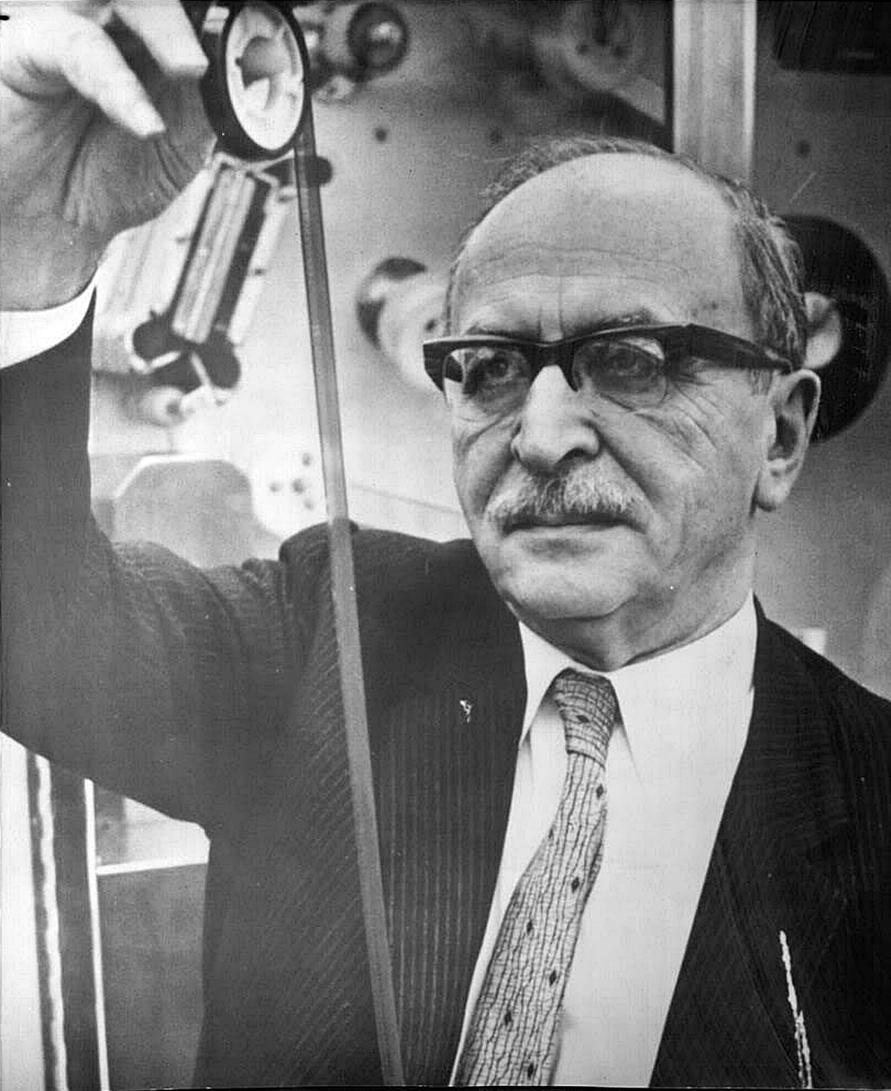 About: Gábor Dénes (fizikus)