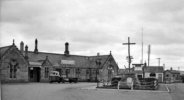 Dingwall railwaystation 1737205 127f5582.jpg