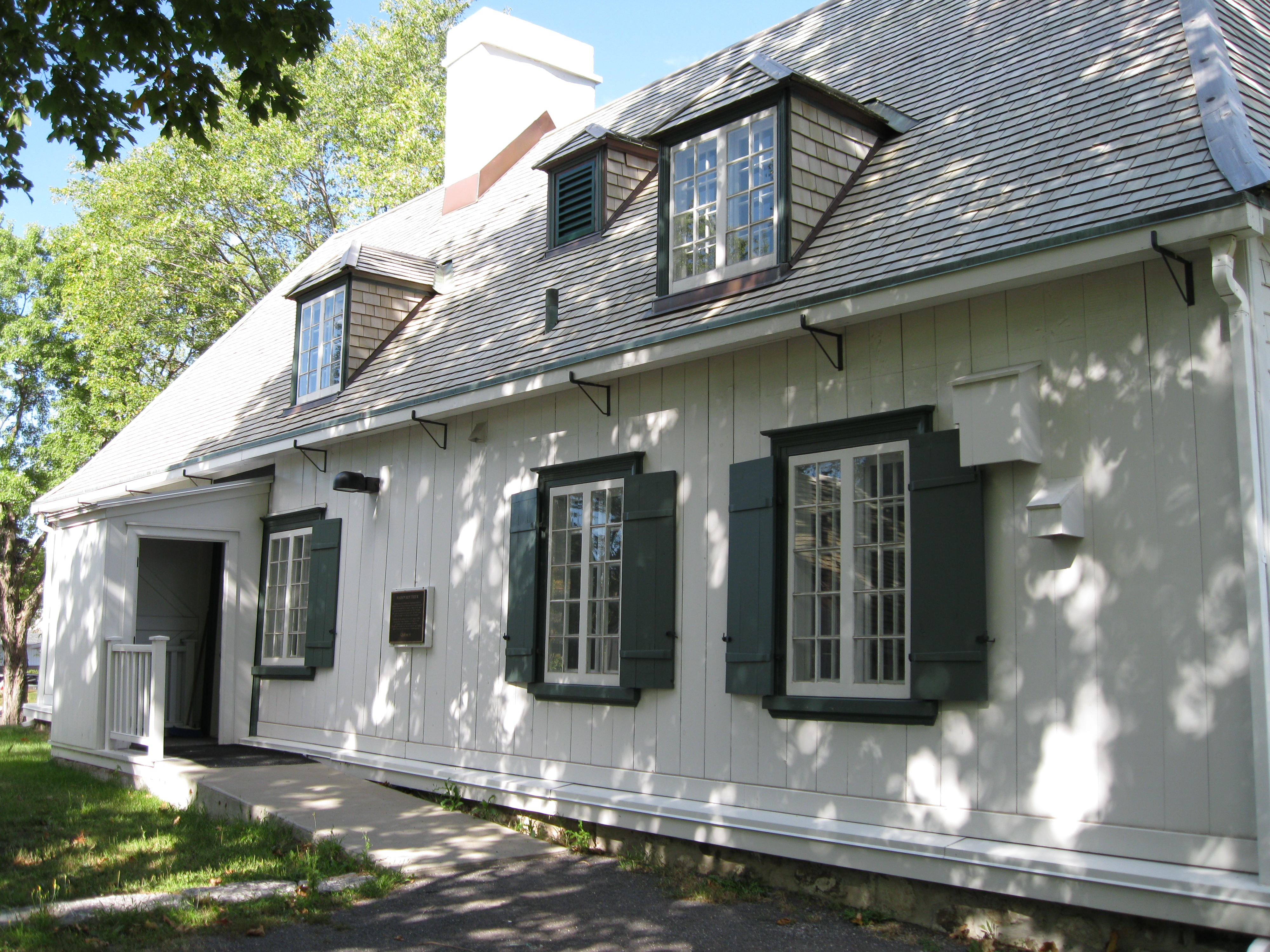 File:Entrée Maison Routhier.JPG - Wikimedia Commons
