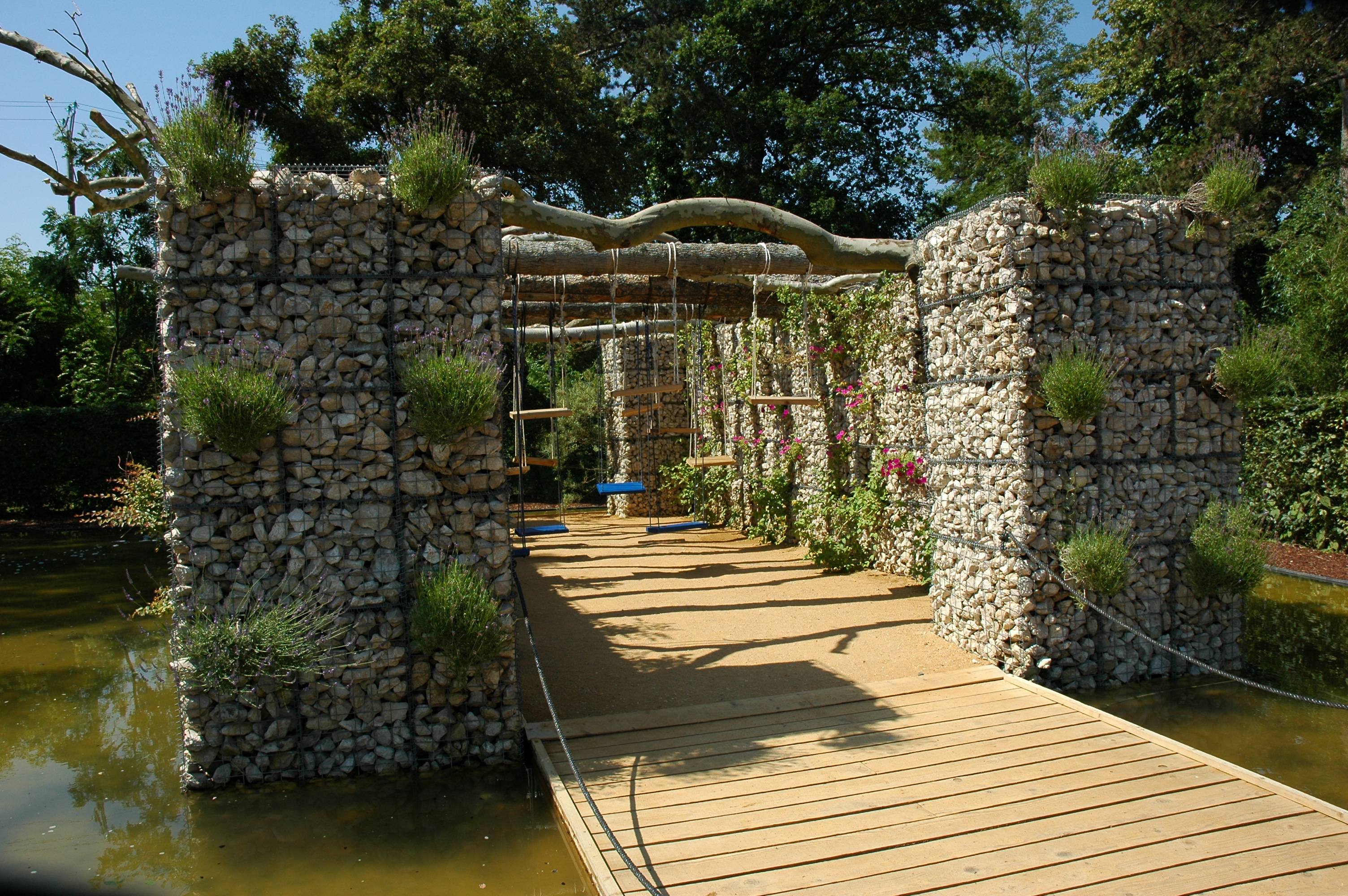 File france loir et cher festival jardins chaumont sur loire 2006 06 swings 01 jpg wikimedia - Jardins chaumont sur loire ...