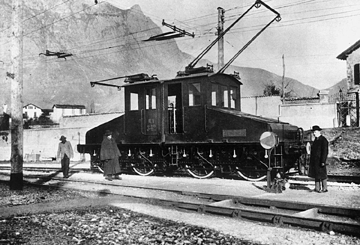 prototypeofaanzelectriclocomotiveinaltellina,taly,1901