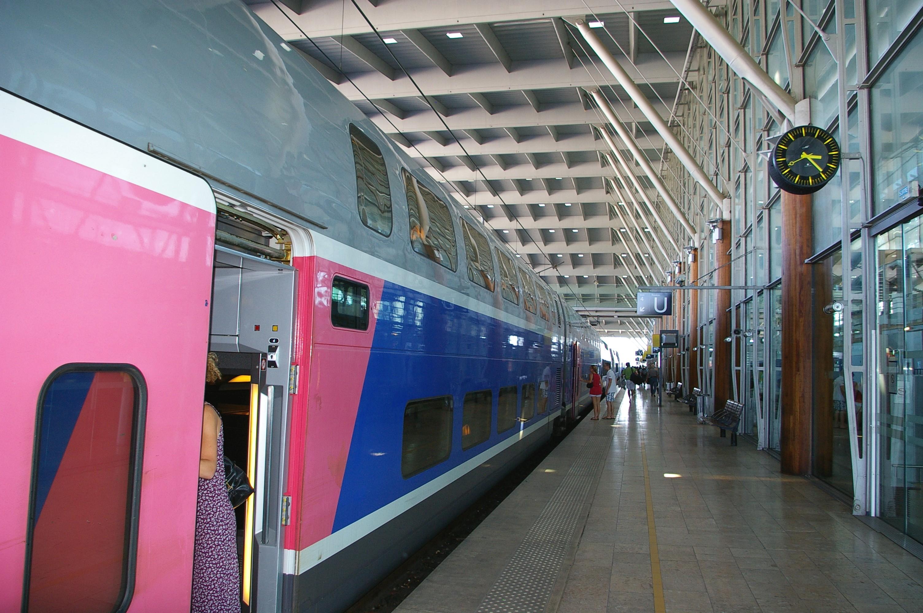 File gare aix en provence wikimedia commons for Gare routiere salon de provence