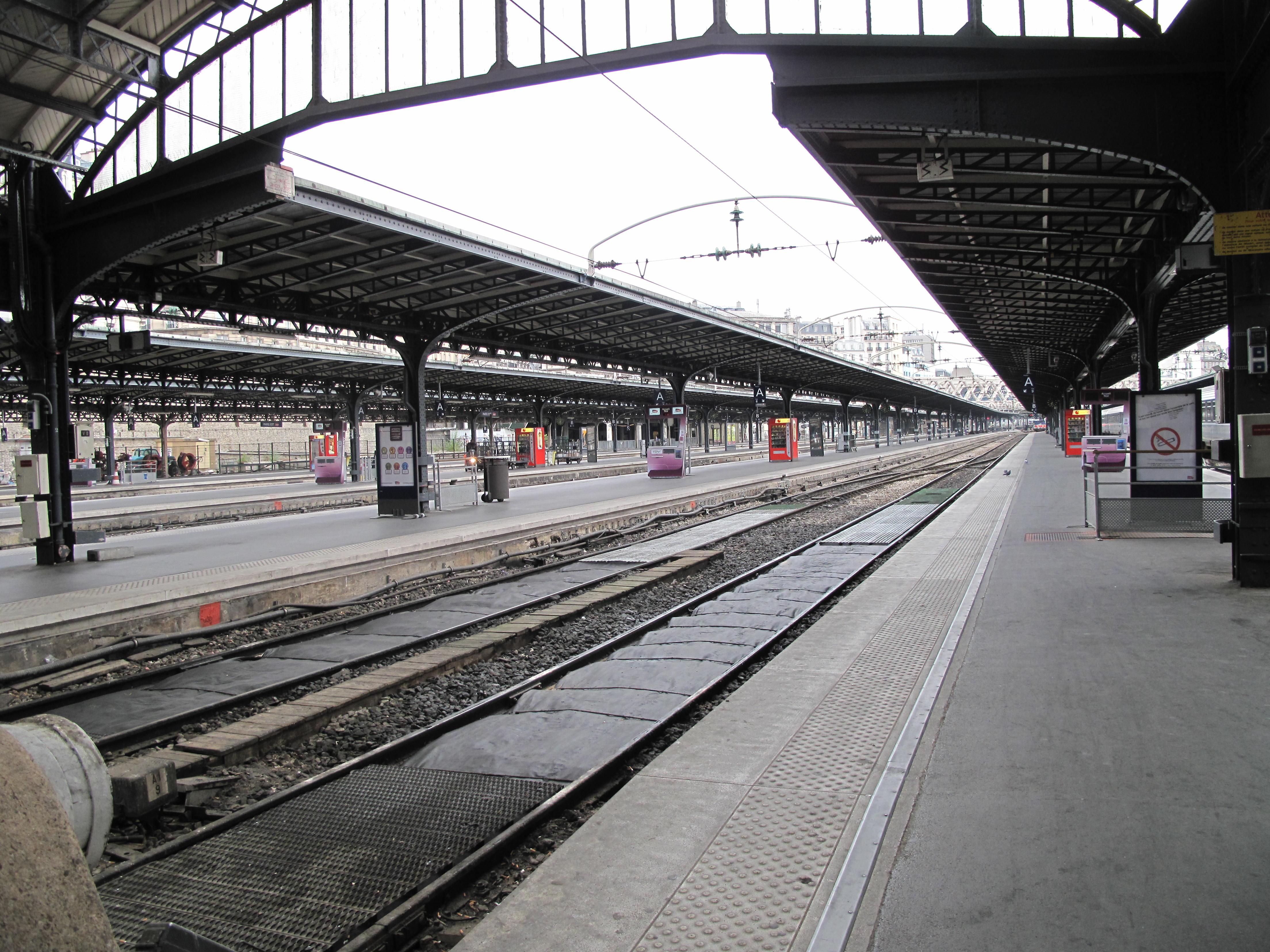 File gare de l 39 est voies et wikimedia commons for Exterieur quai gare de l est
