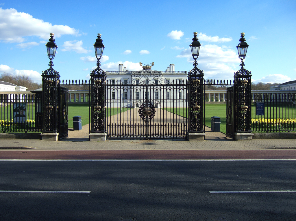 file gates outside queen 39 s house