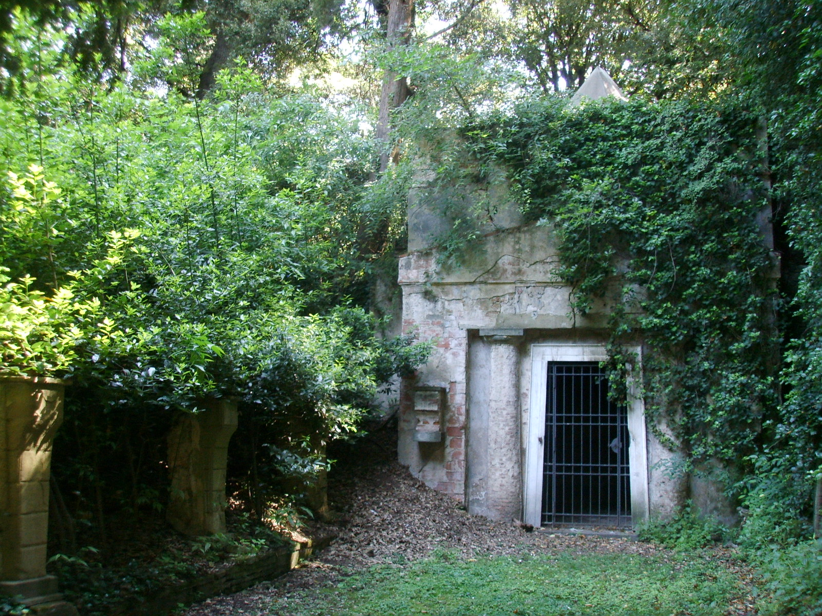 File giardino torrigiani ossario jpg wikimedia commons for Giardino torrigiani