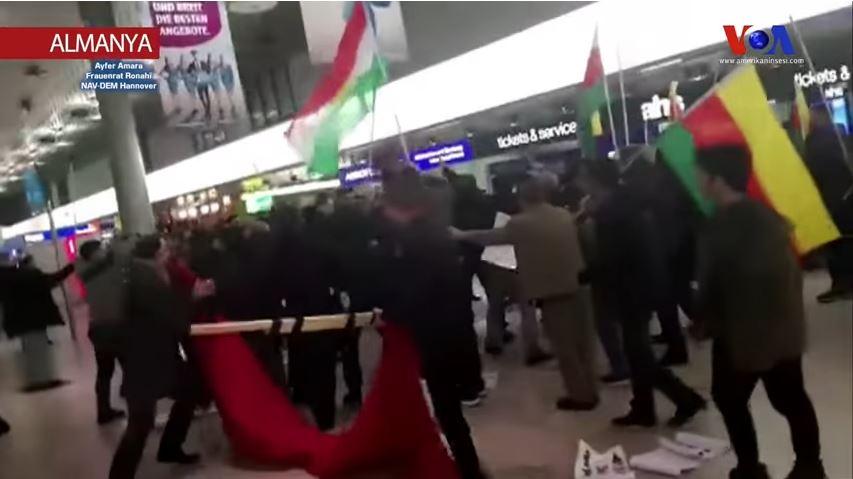 Hanover Havaalanı'nda Afrin Kavgası-4.jpg