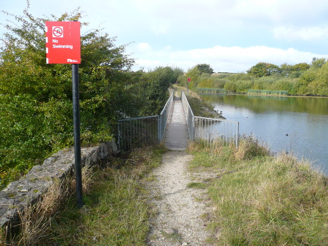 Harthill Reservoir - Footbridge - geograph.org.uk - 575782