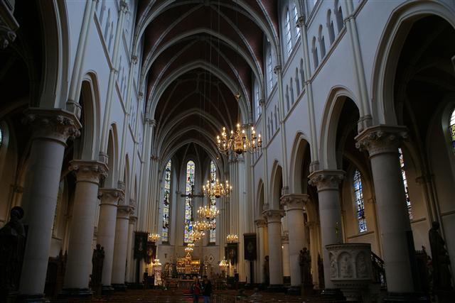 File:Heilig hartkerk turnhout belgie - interieur.jpg - Wikimedia Commons