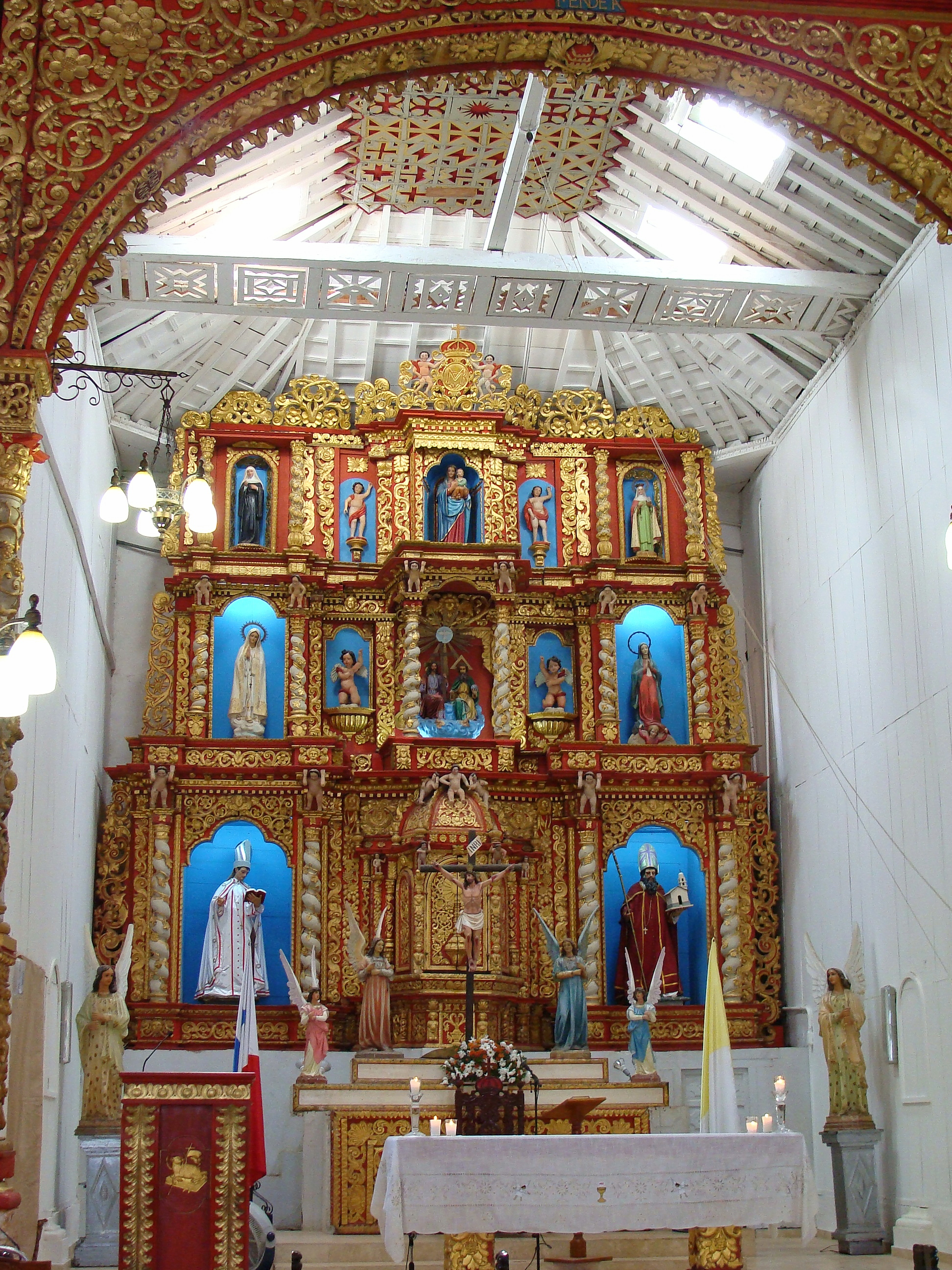Description Iglesia de la Villa de los santos.jpg