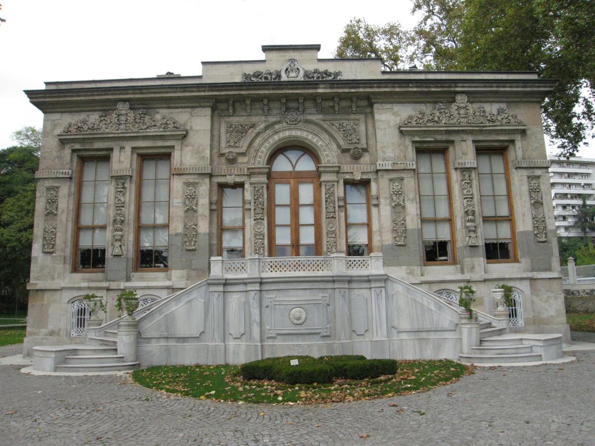 Ihlamur_Palace_Court_Pavilion_03.jpg