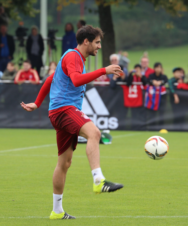 File Javi Martinez Training FC Bayern München 9 Wikimedia