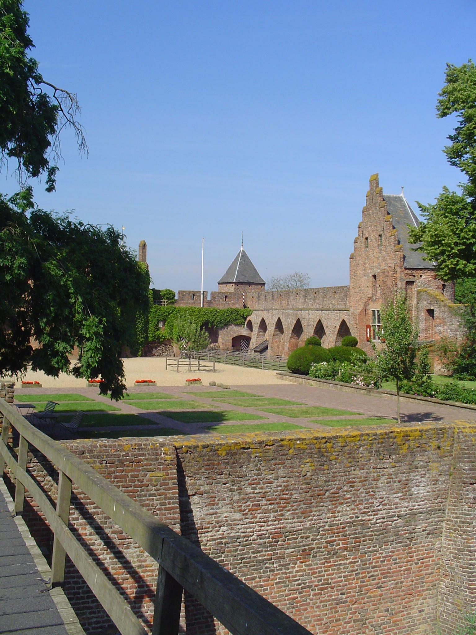 Kasteel Doornenburg in Angeren   Monument   Rijksmonumenten nl