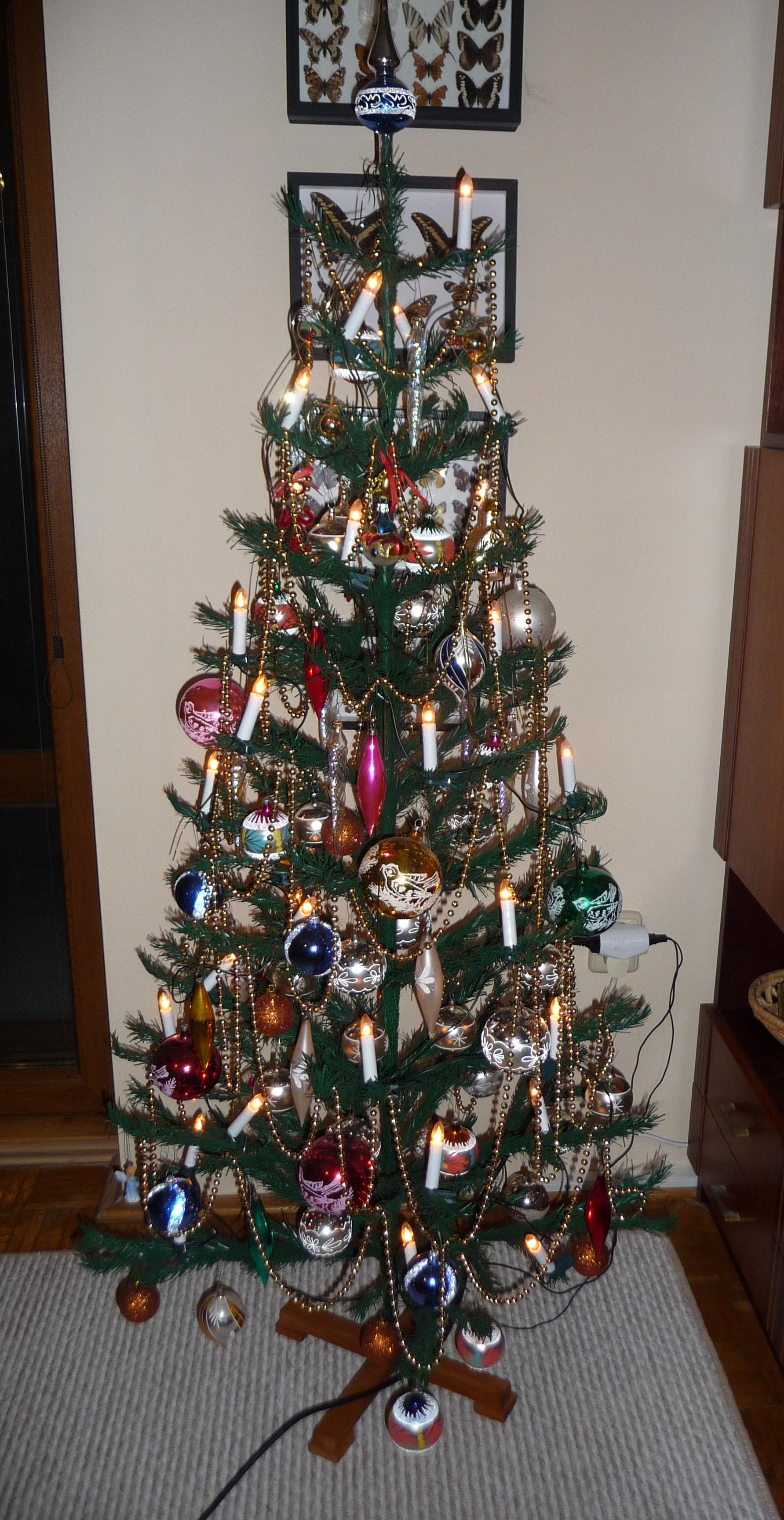 File:Kitsch Christmas tree (2).jpg - Wikimedia Commons