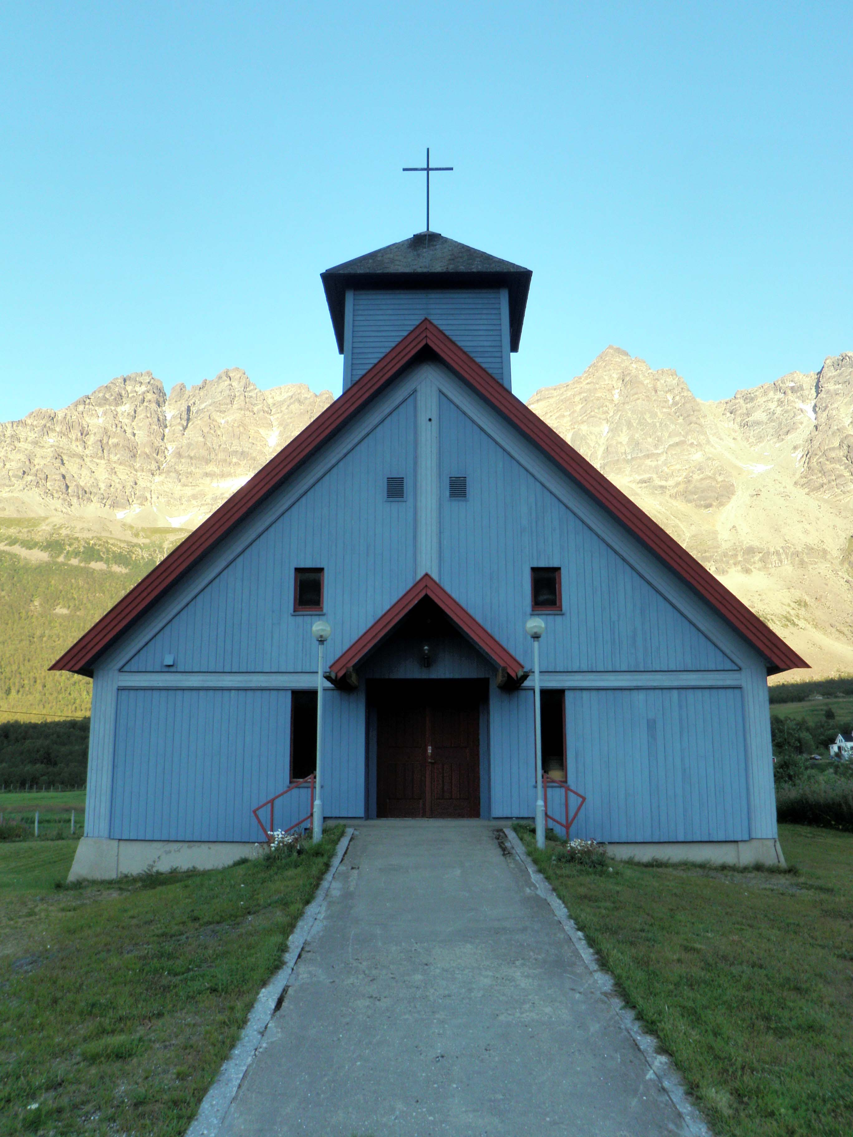 Lakselvbukt kirke