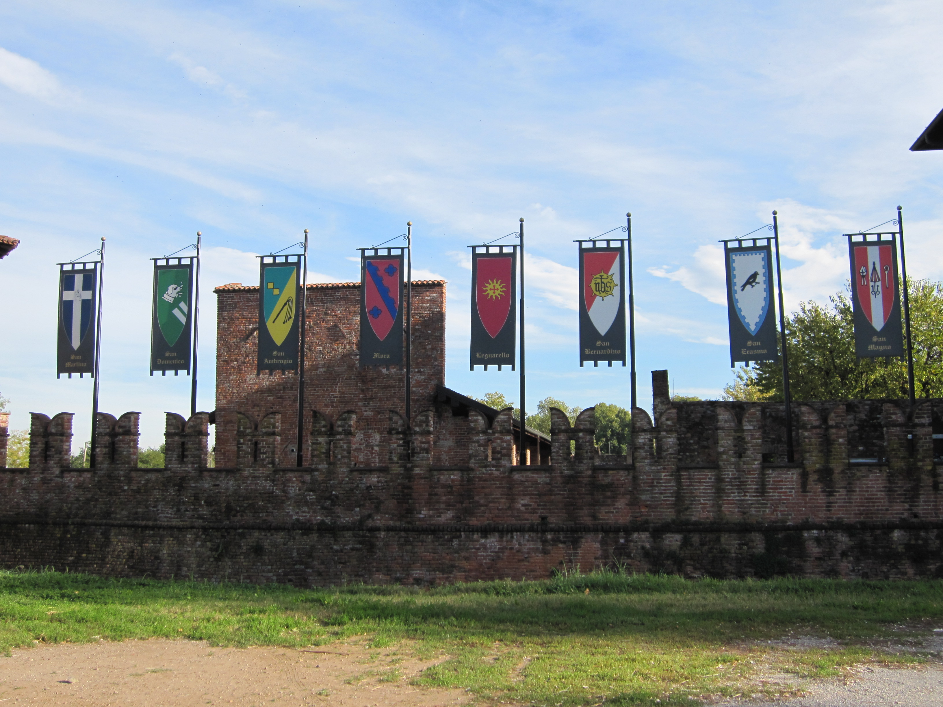 File Legnano Castle Flags Jpg Wikimedia Commons
