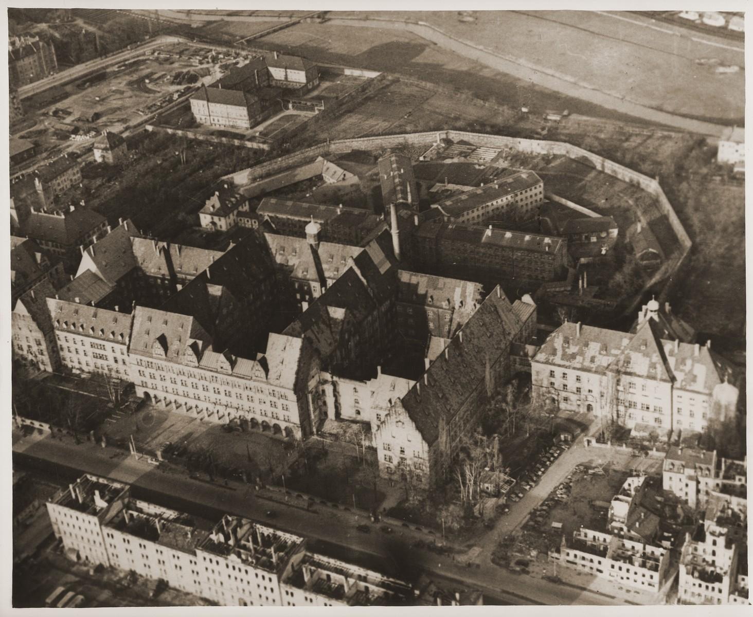 Luftbild - Fürther Str Nürnberg - Justitzgebäude - 1945.jpg