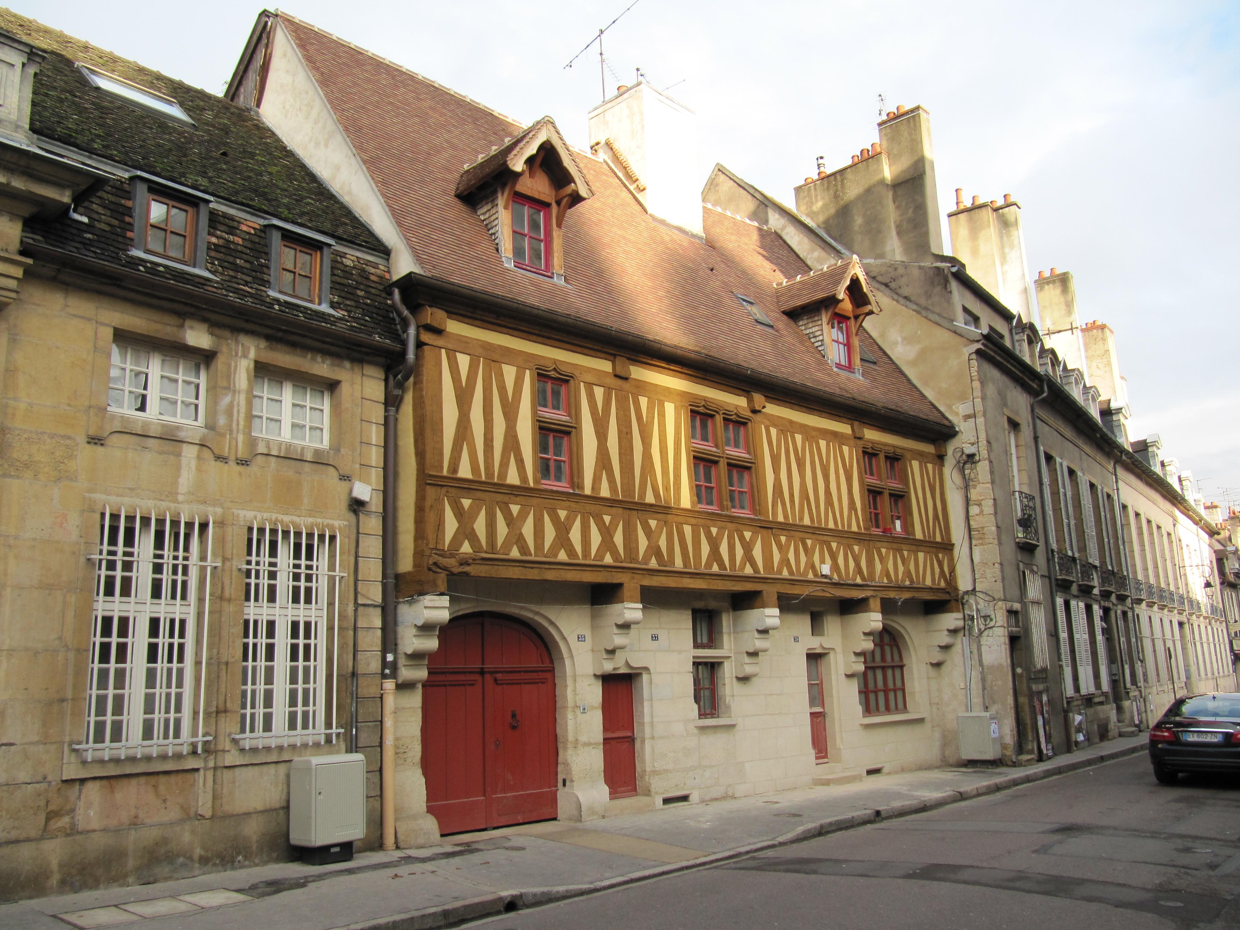 Good filemaison pans de bois et rue jeannin dijon with for Maison dijon