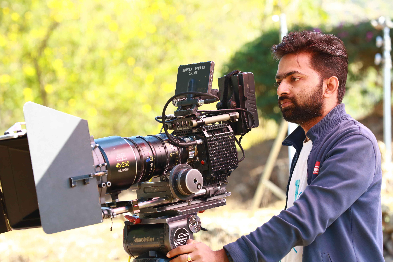 Manesh Madhavan - Wikipedia