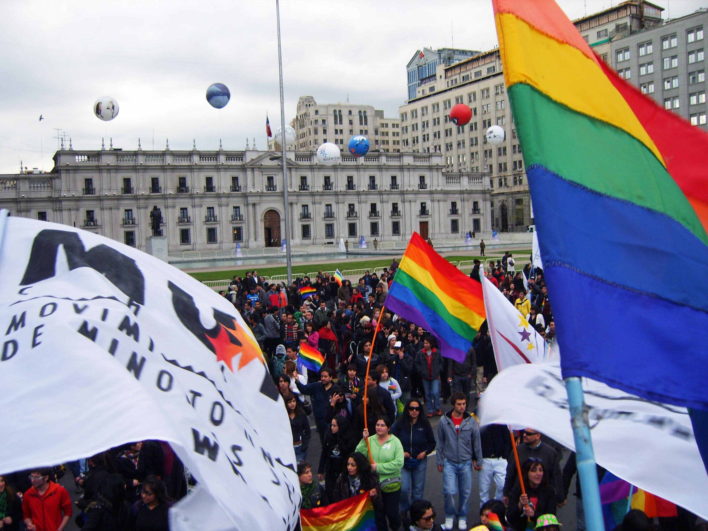 Mynd:Marcha gay en Santiago de Chile, 2009.jpg