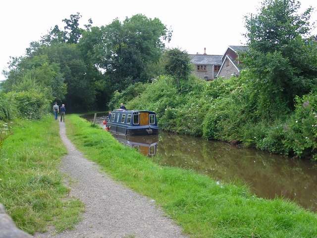 Monmouthshire and Brecon Canal - geograph.org.uk - 521461