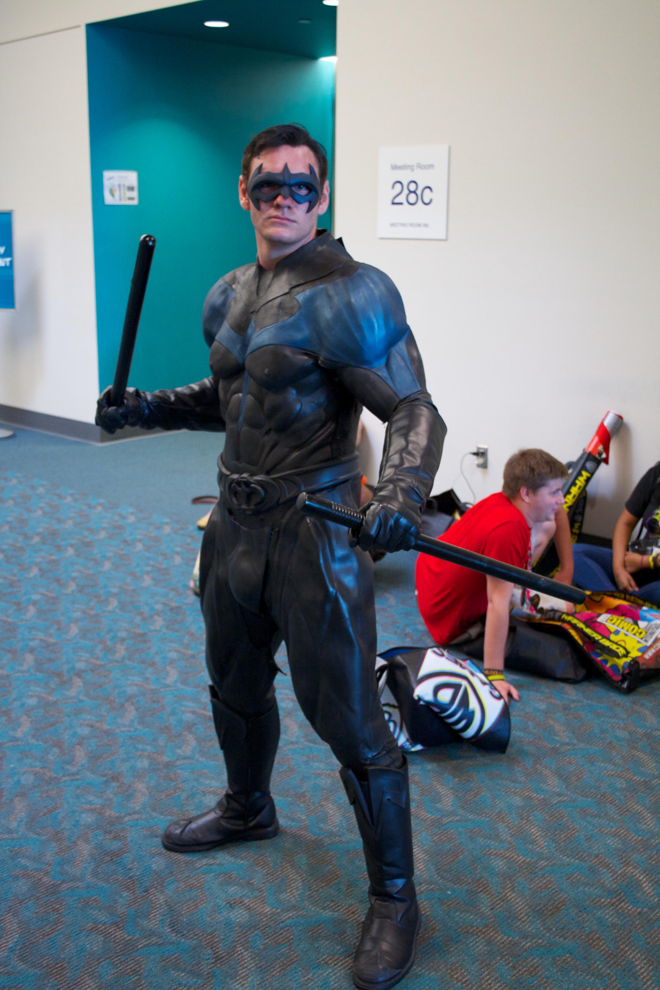 File:Nightwing cosplay.jpg