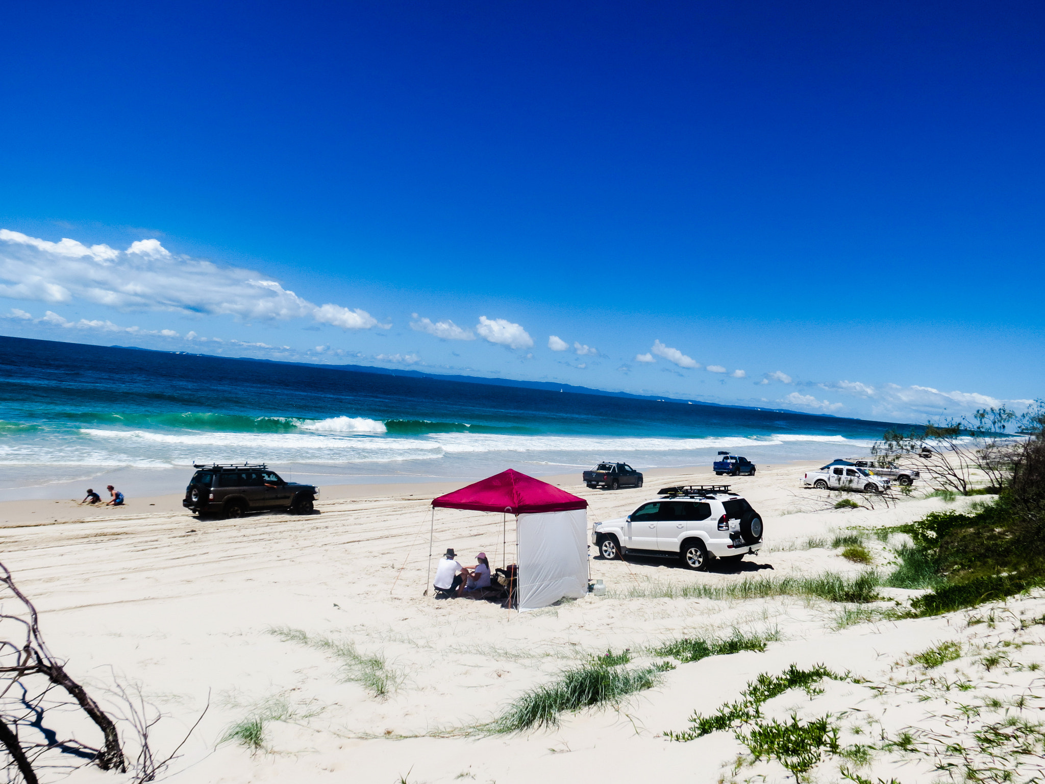 File:On Bribie Beach Australia (145417691).jpeg - Wikipedia