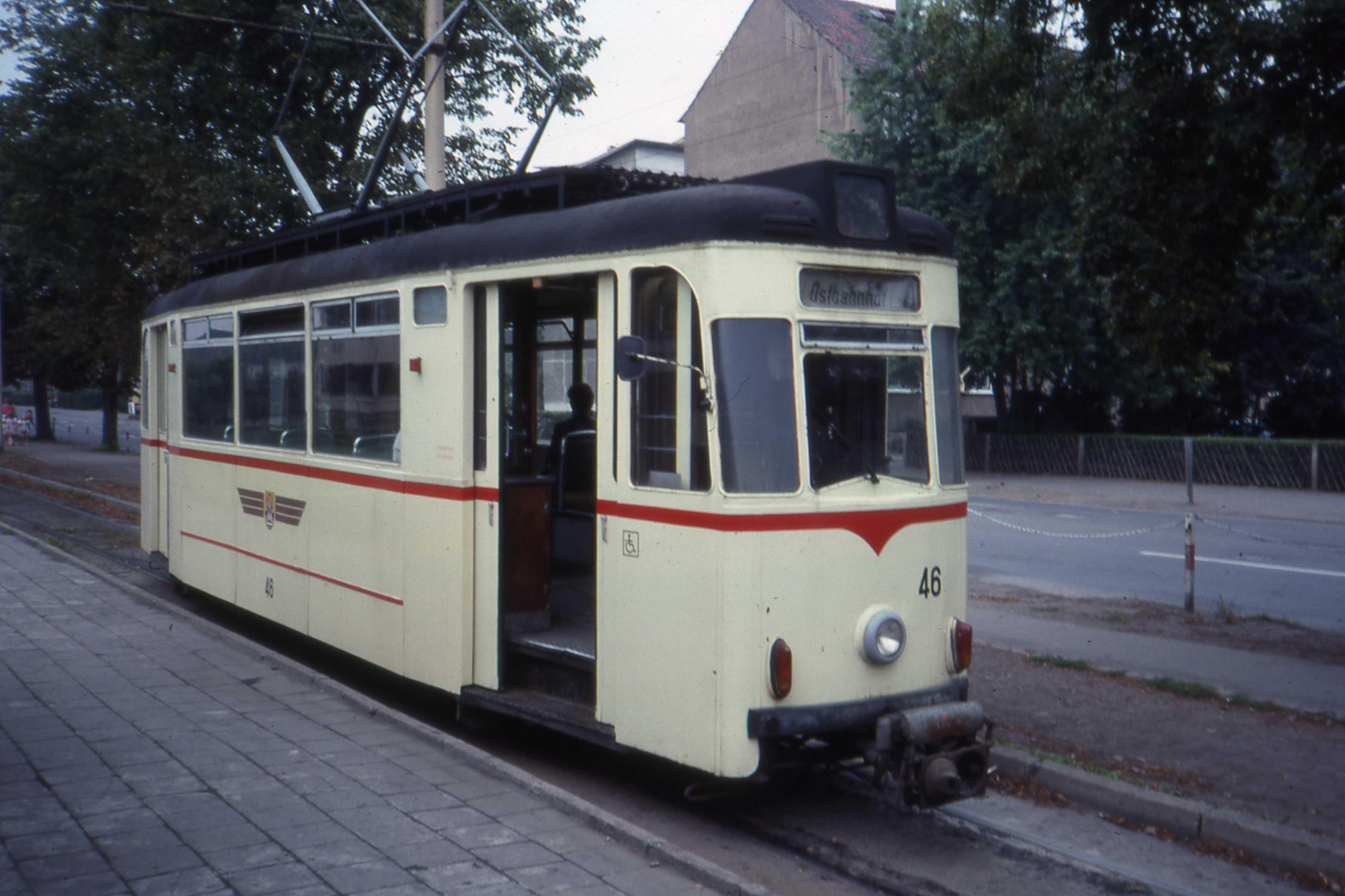 Ostbahnhof_Gotha,_DDR._Gotha_tram_nr_46.