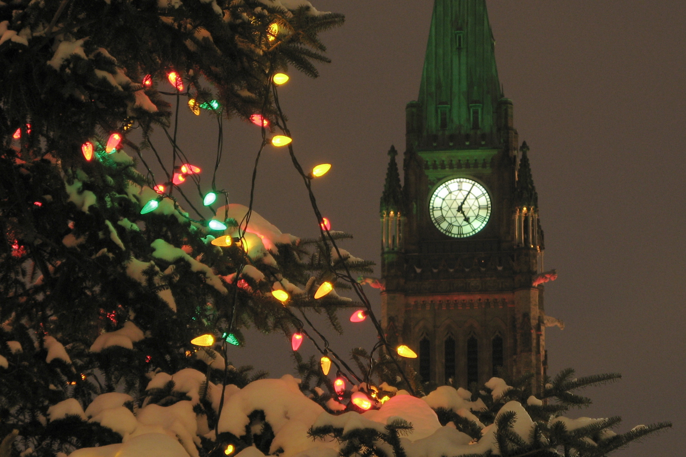 File:Peace tower at Christmas 2.jpg - Wikimedia Commons