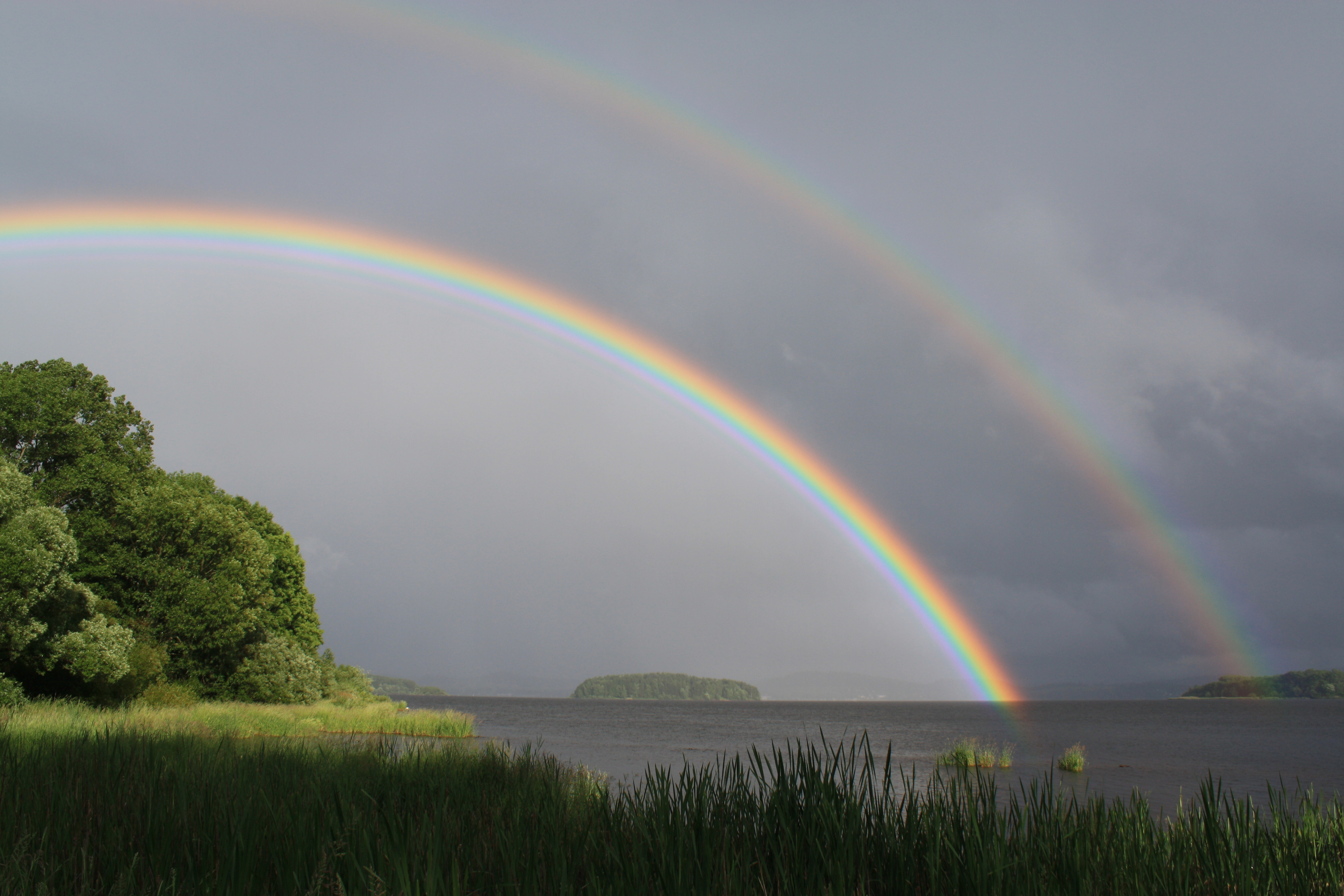Regenbogen_%C3%BCber_dem_Lipno-Stausee.J