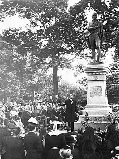 File:Robert Burns Monument 1902.jpg