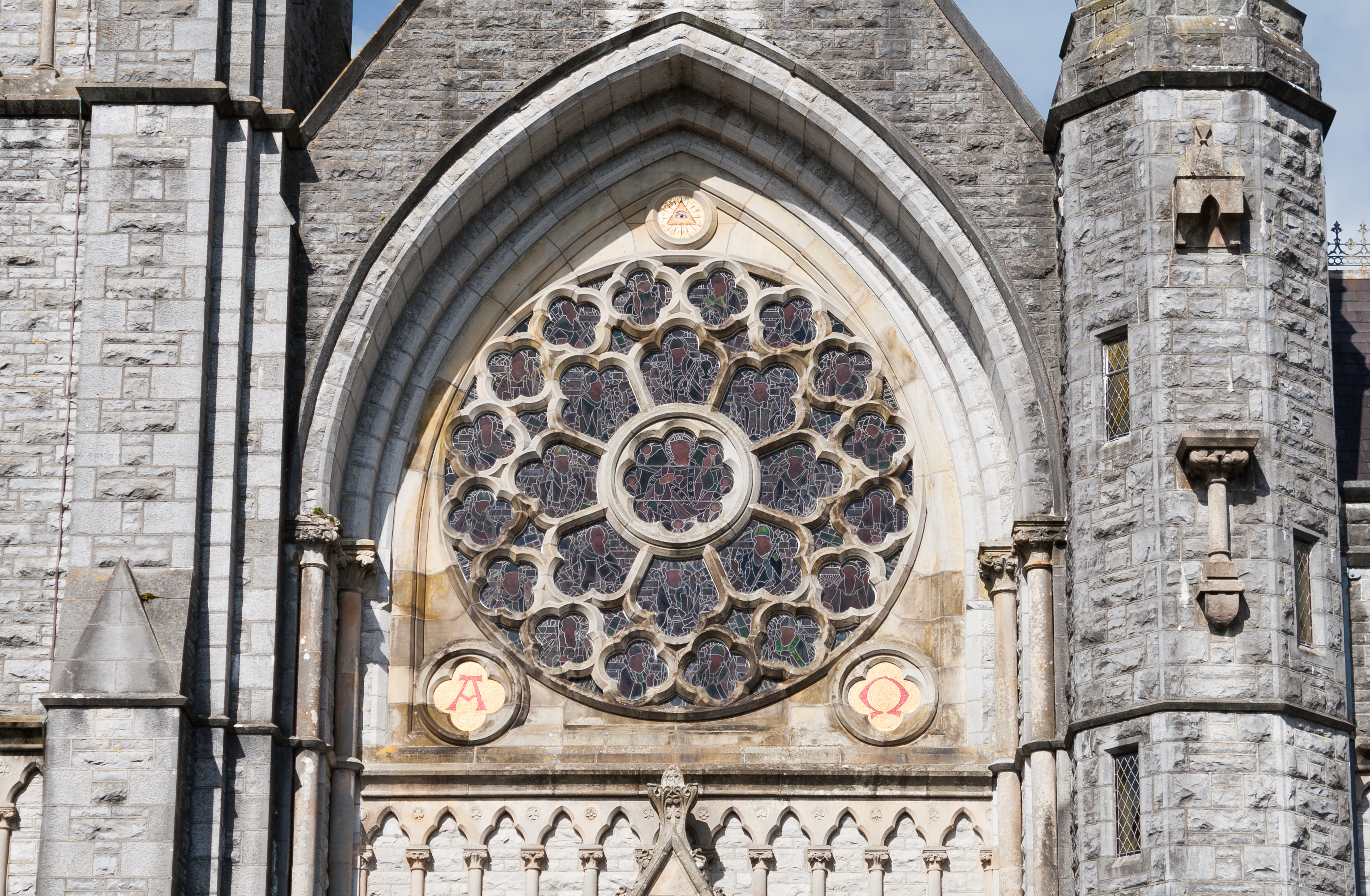 File:Roscommon Sacred Heart Church Rose Window Exterior 2014 08 28