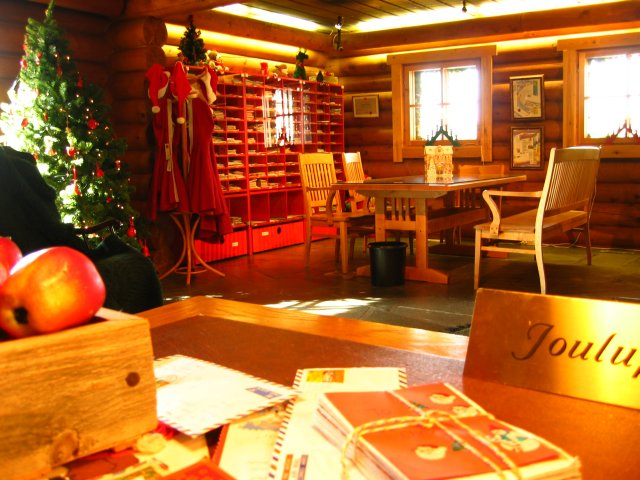 Archivo:Rovaniemi-santa's-post-office.jpg