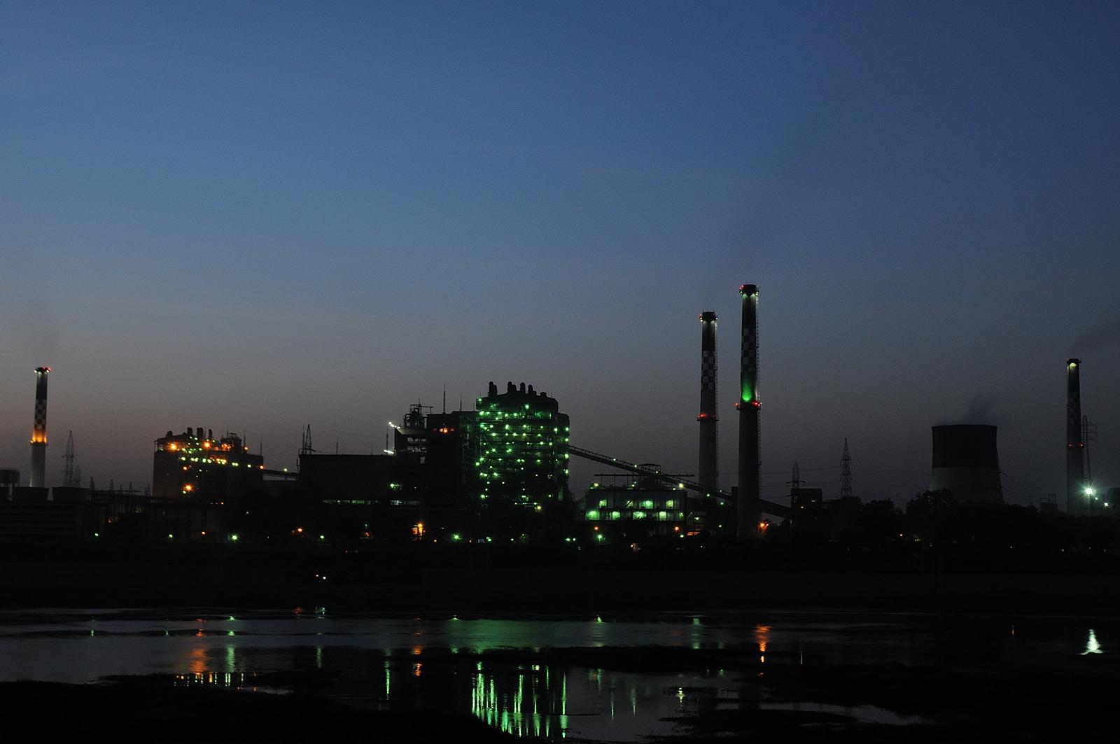 http://upload.wikimedia.org/wikipedia/commons/6/67/Sabarmati_Thermal_Power_Station_%28STPS%29%2C_Ahmedabad.jpg