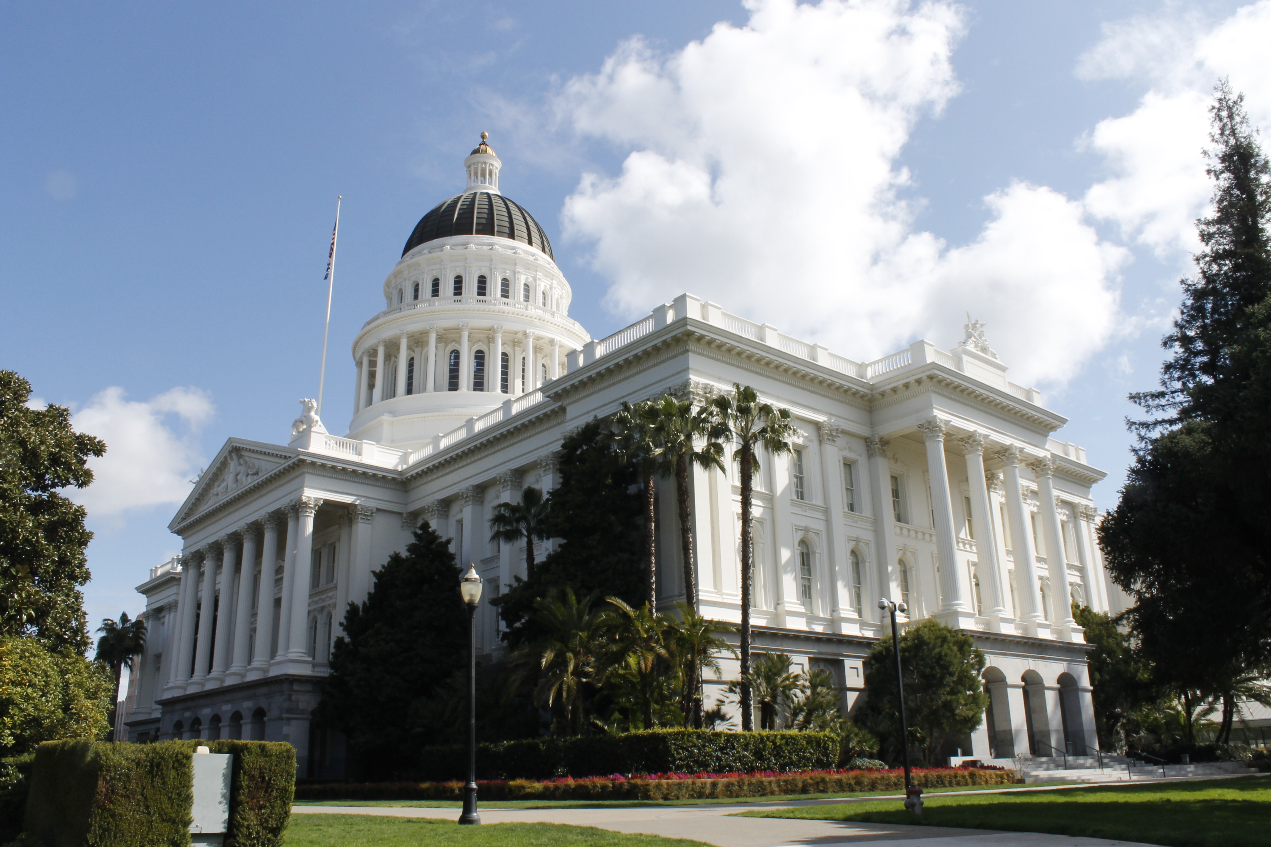 File:Sacramento Capitol Building.jpg - Wikimedia Commons