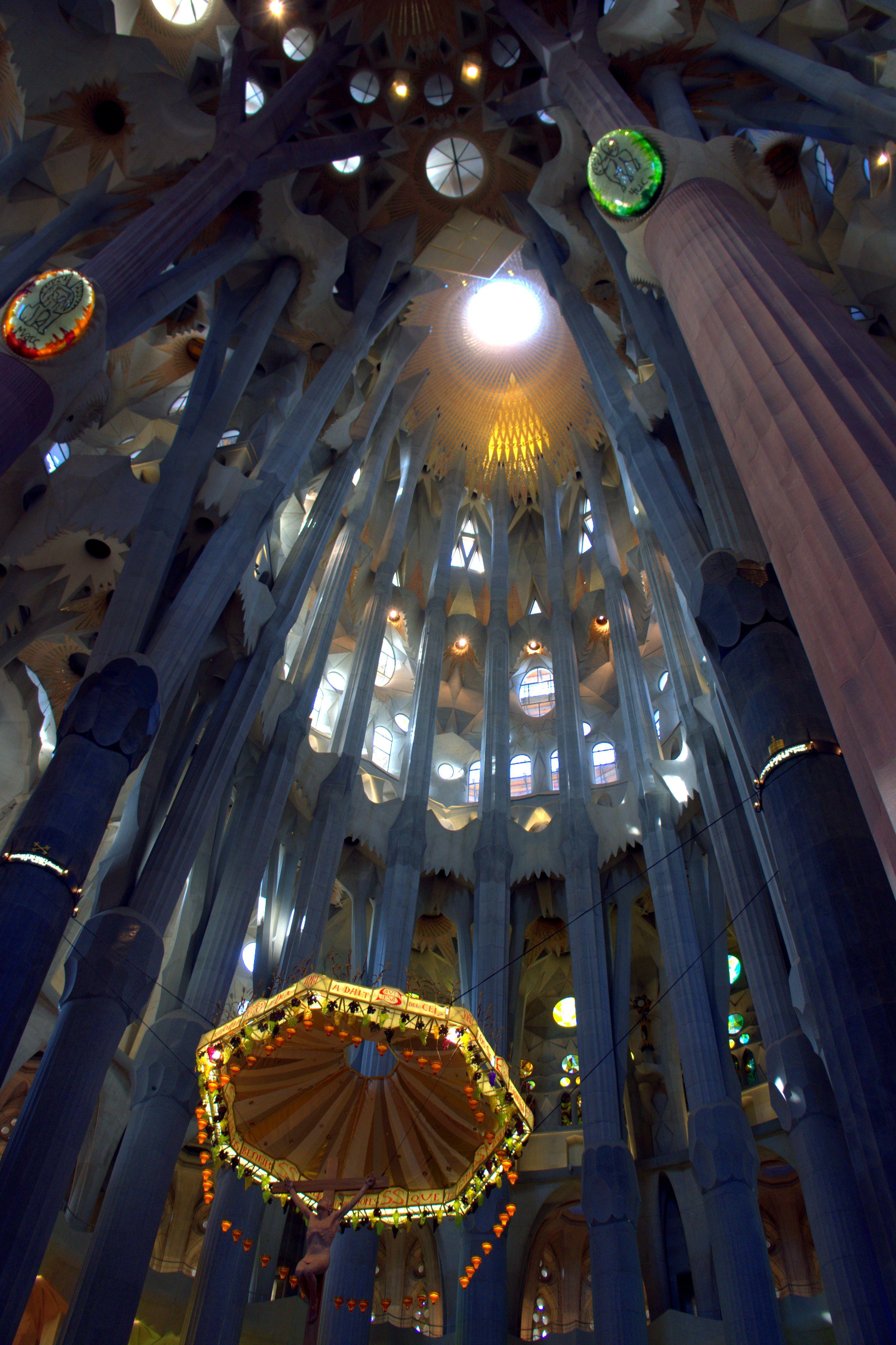 File sagrada familia interior wikimedia commons for La sagrada familia interior