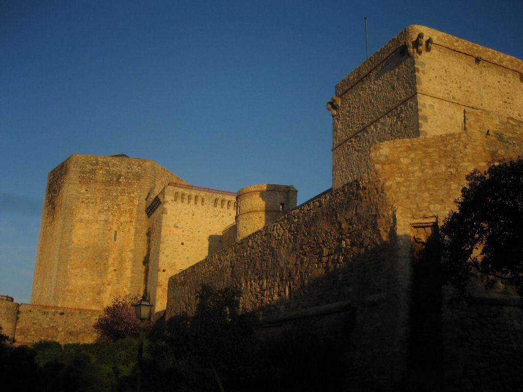 Castillo de Santiago  Wikipedia, la enciclopedia libre