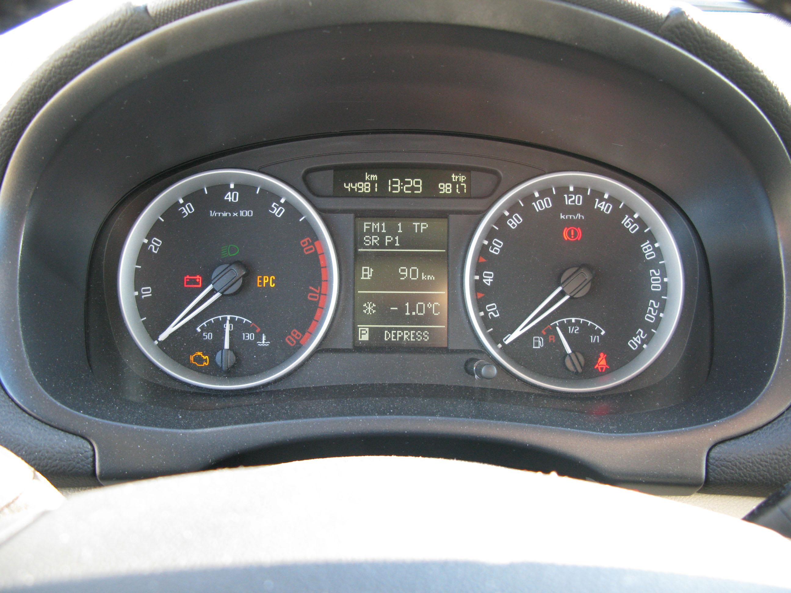 File:Skoda Fabia 2 gauges jpg - Wikimedia Commons