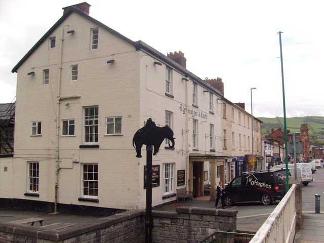 File The Elephant And Castle Hotel Newtown Powys Geograph Org