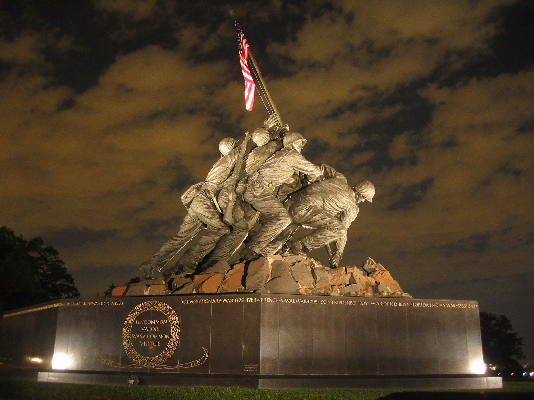 http://commons.wikipedia.org/wiki/File:USMC_War_Memorial_Night.jpg