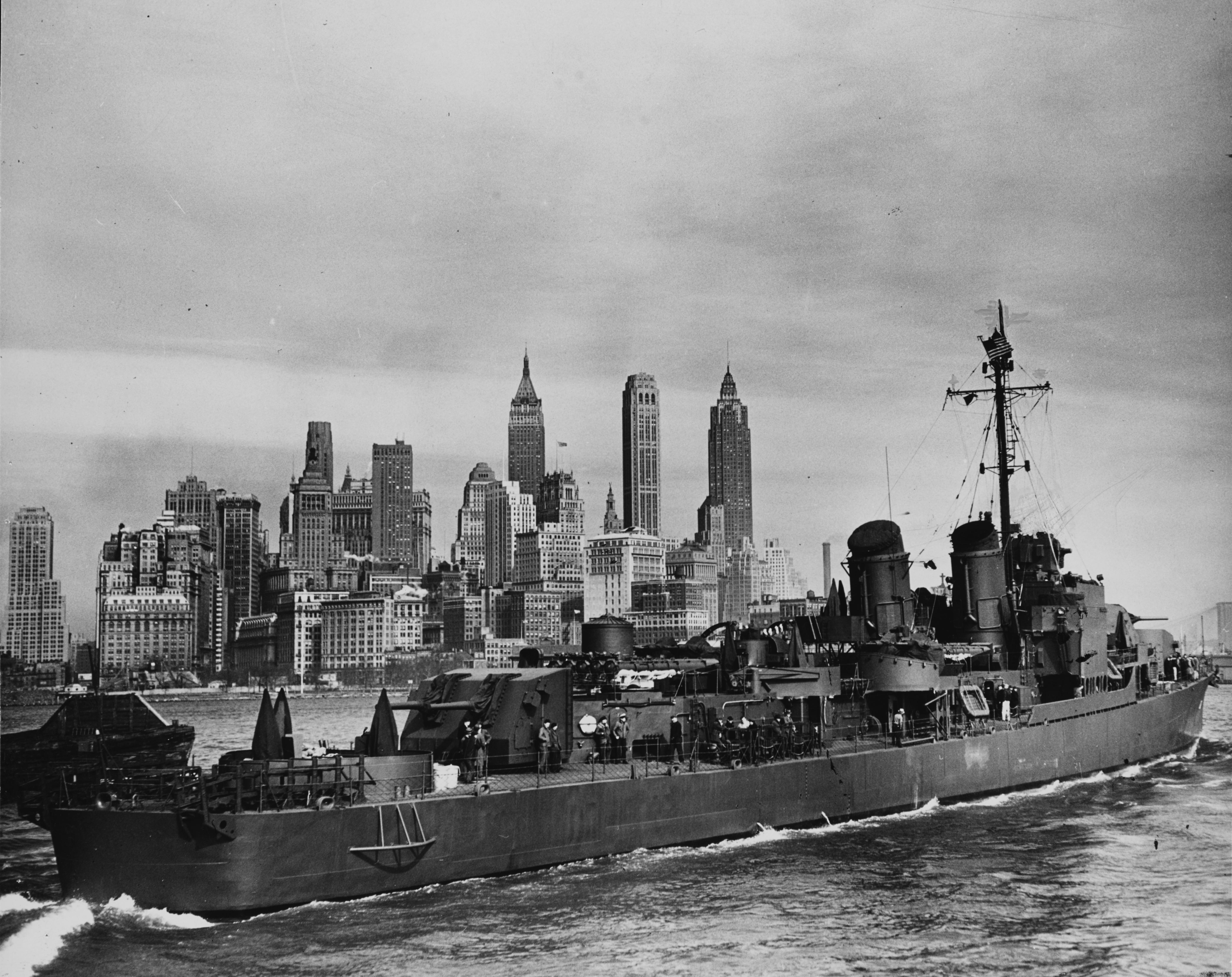 http://upload.wikimedia.org/wikipedia/commons/6/67/USS_Harlan_R._Dickson_%28DD-708%29.jpg