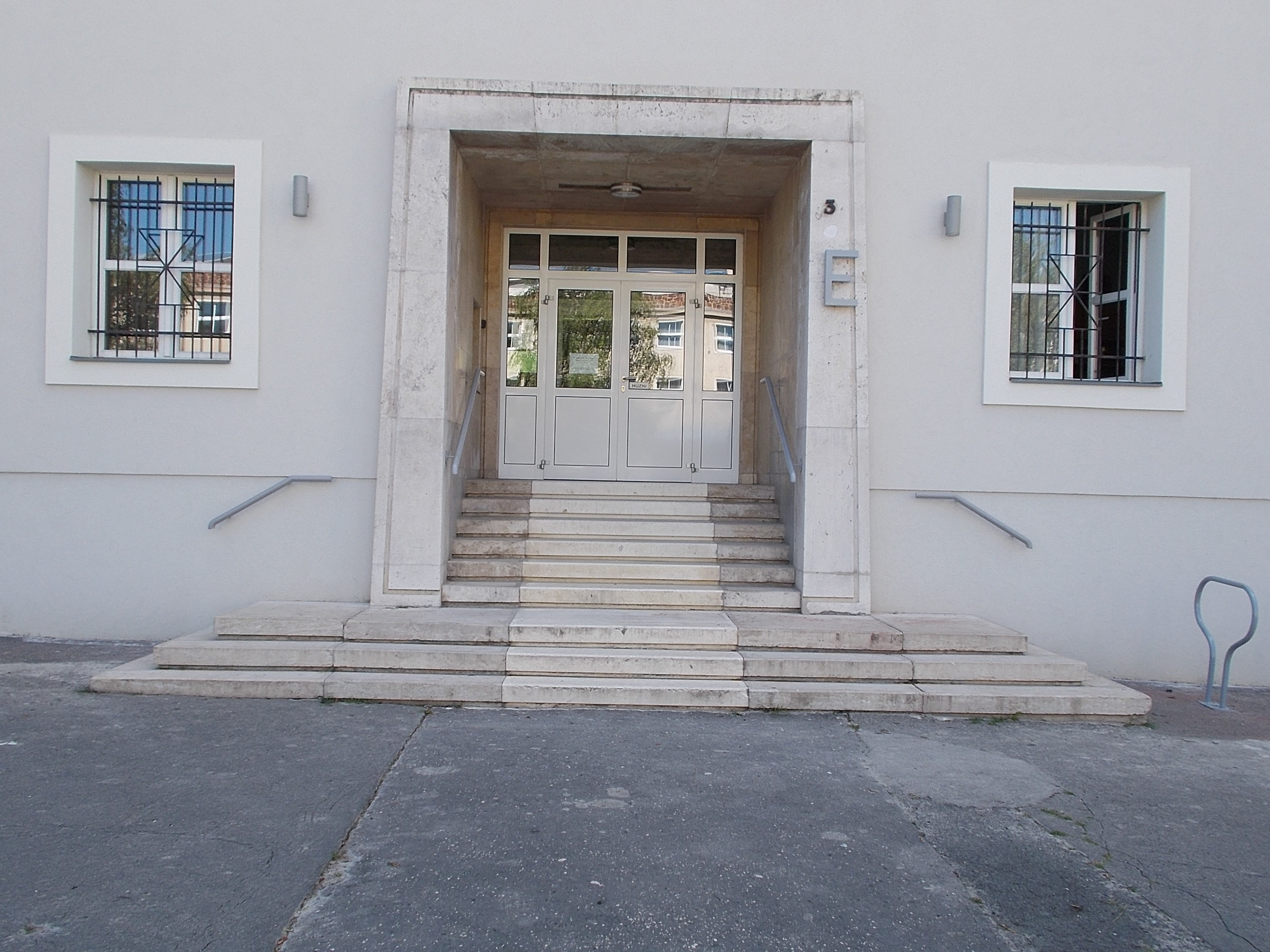File Veszprém 2016 Pannon Egyetem E épület Bejárata Jpg