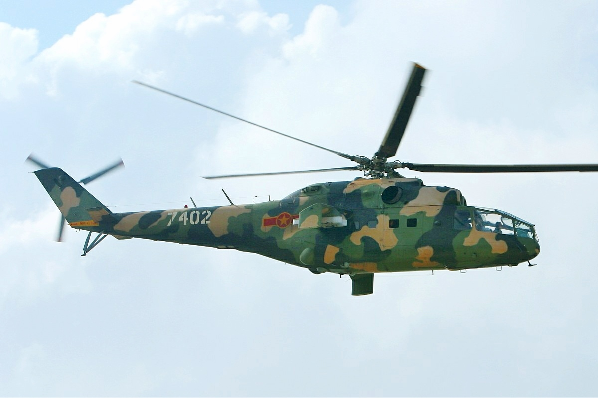 Vietnamese_Air_Force_Mil_Mi-24A_MRD.jpg