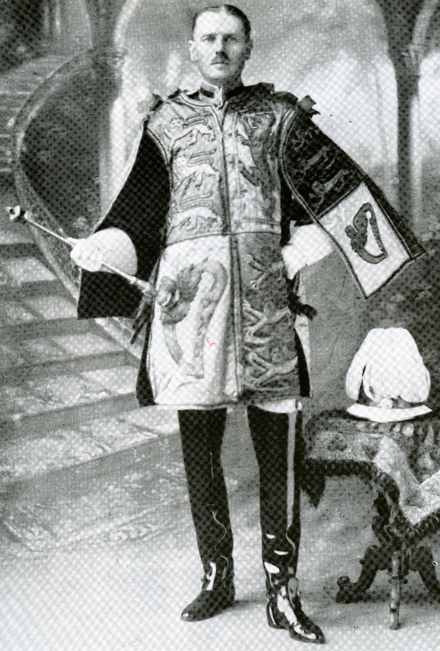 A photograph of William Peyton serving as Delhi Herald of Arms Extraordinary at the Delhi Durbar in 1911.