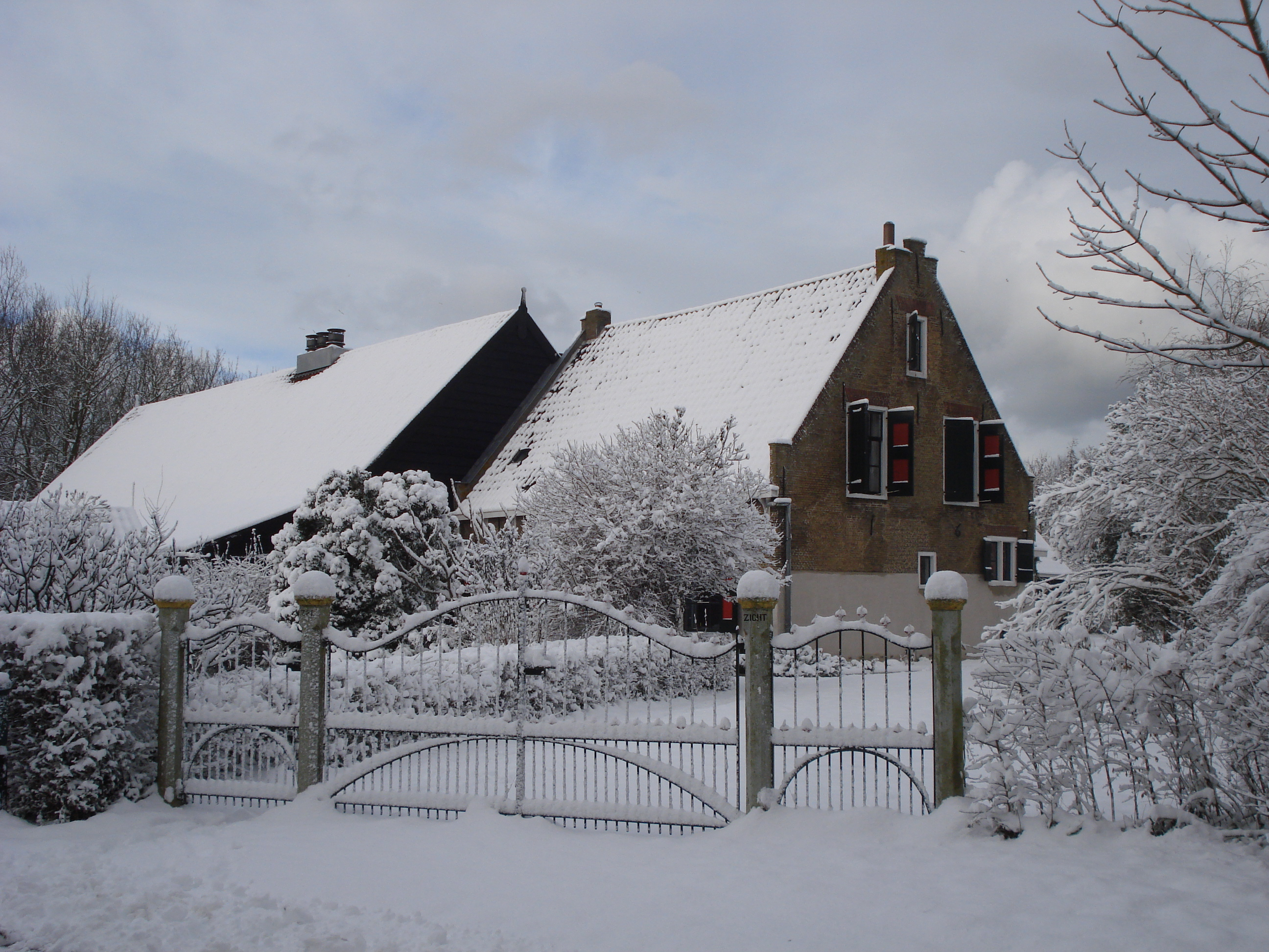File Zeezicht farmhouse Ouddorp Netherlands in the snow W