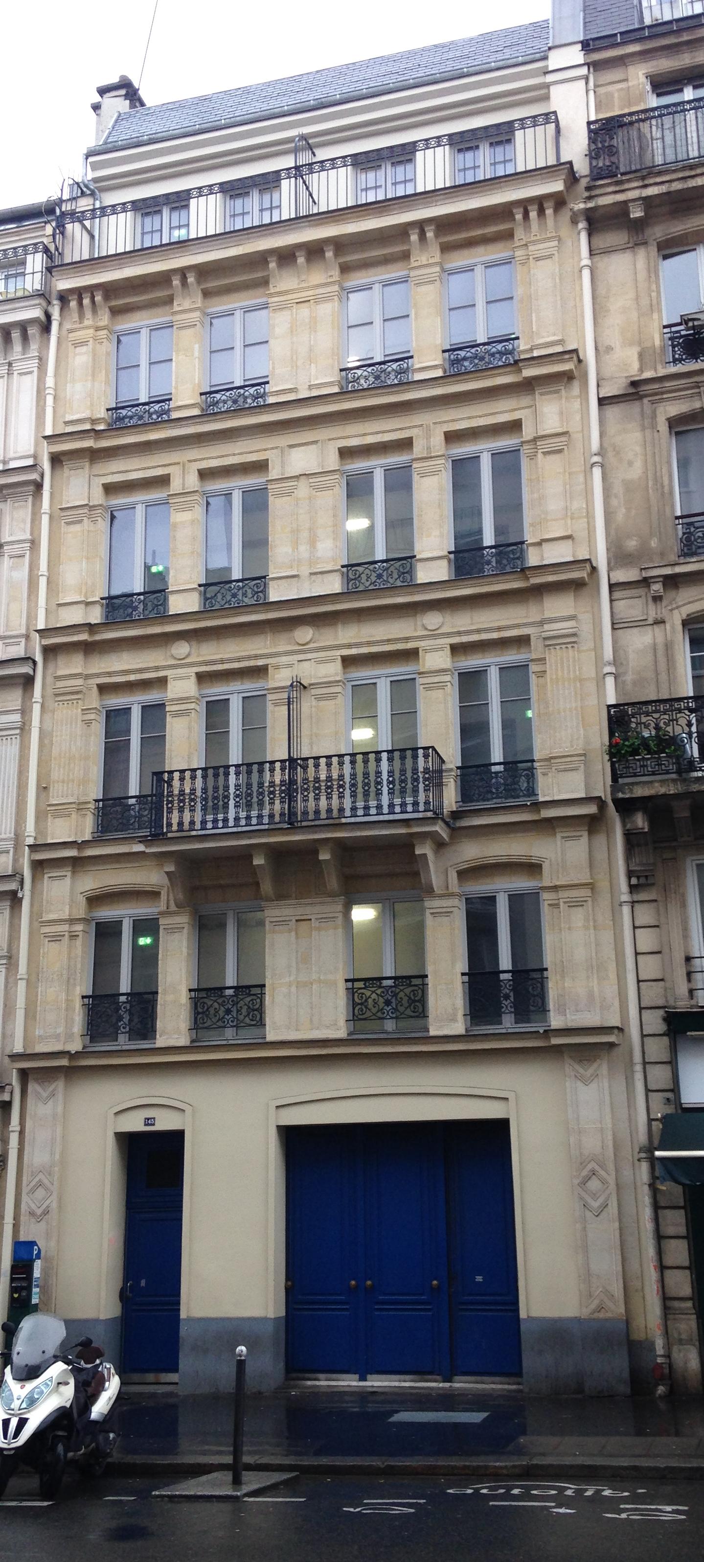 https://upload.wikimedia.org/wikipedia/commons/6/68/145_rue_La_Fayette.jpg