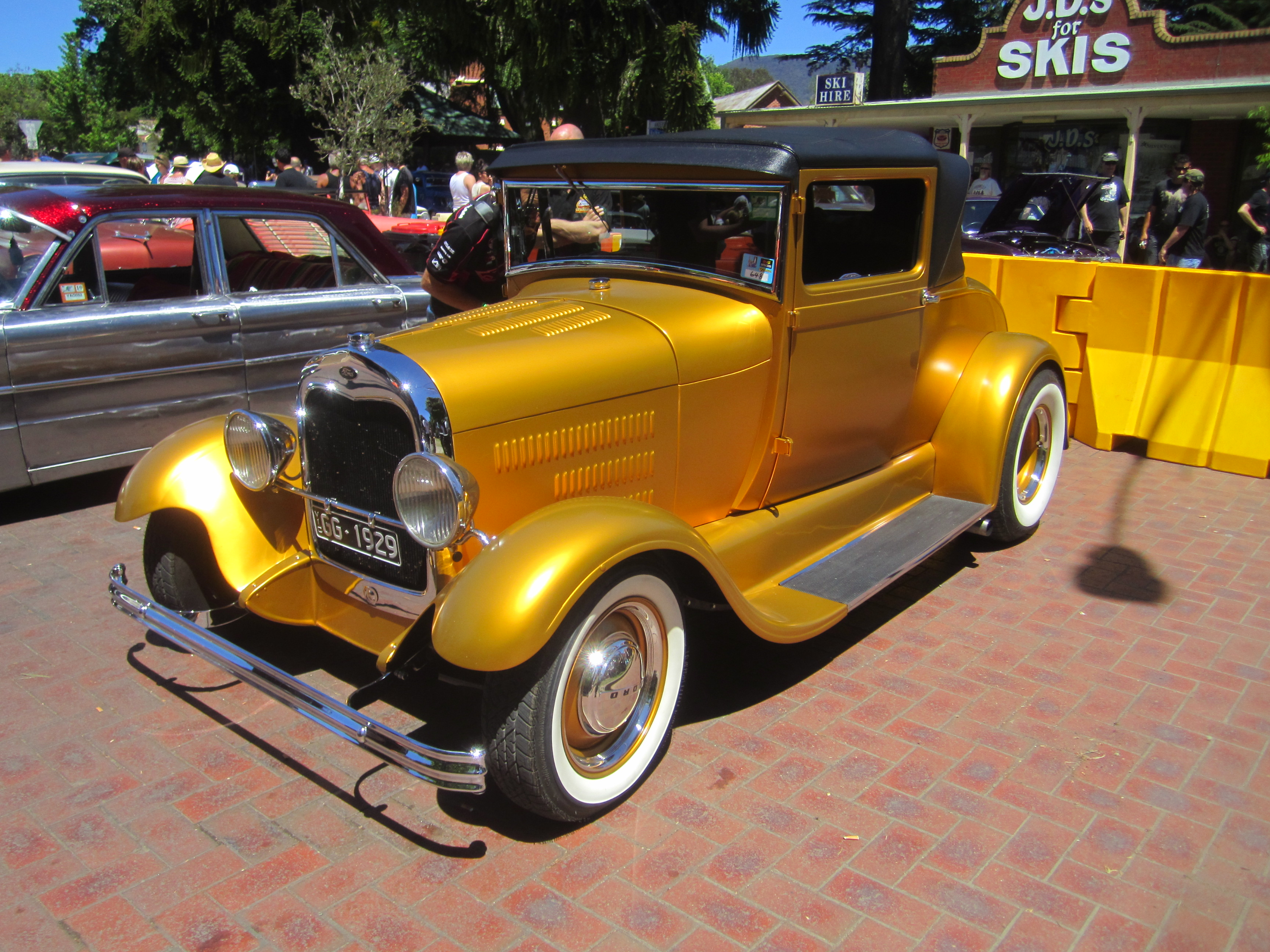 File:1928-29 Model A Cabriolet Hot Rod.jpg - Wikimedia Commons