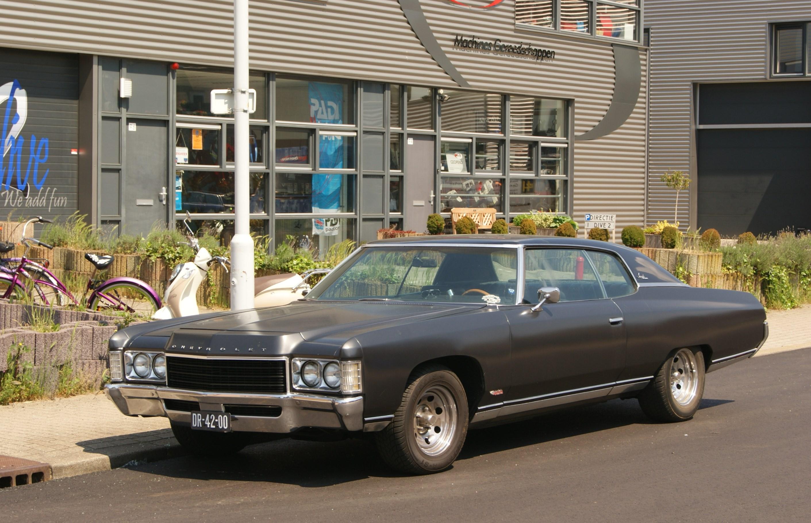 1971_Chevrolet_Impala_Coupe_(8867844631)