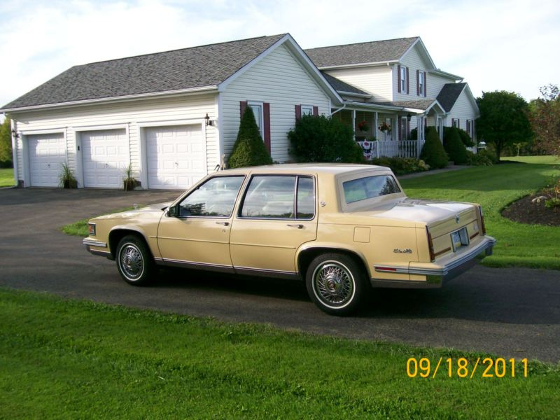 1990 Cadillac DeVille Base - Coupe 4.5L V8 auto