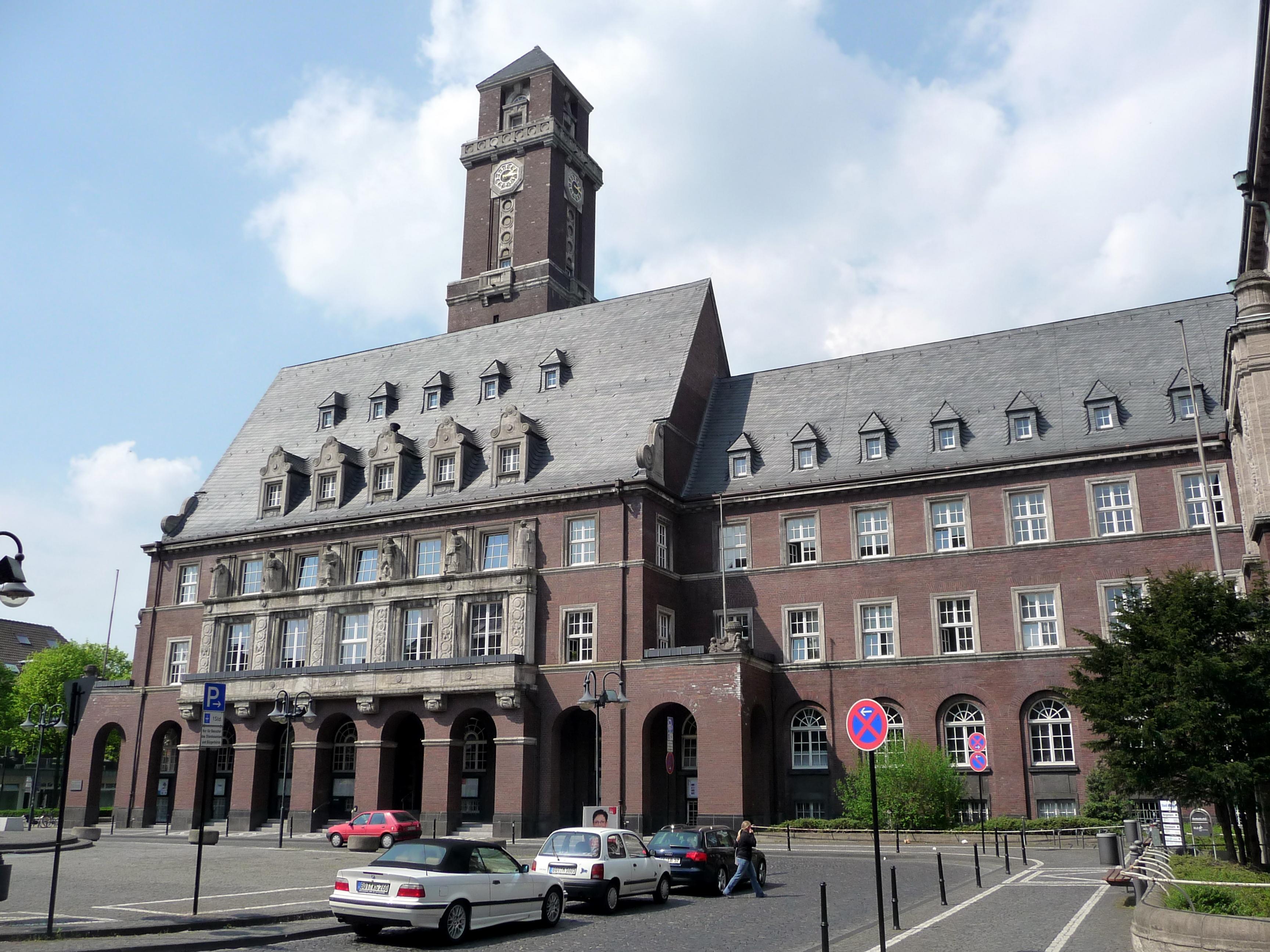 2010-04-27_%E2%80%93_Bottrop_%E2%80%93_Rathaus_1_-_panoramio.jpg
